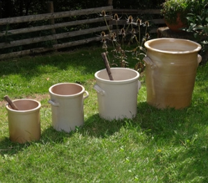 Stoneware pots for stirring (unavailable for shipping - take-away only)